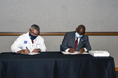 Dr. Paul Klotman and Dr. Mokgweetsi E.K. Masisi, president of the Republic of Botswana