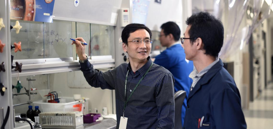 Yongcheng Song in lab