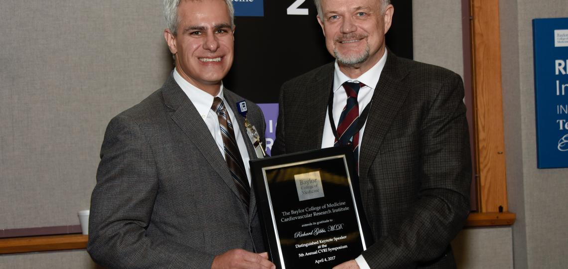 CVRI Theme Leader Dr. Scott LeMaire, left, presents the Distinguished TMC Keynote Lecture Award to Dr. Richard Gibbs, right, from Baylor College of Medicine.