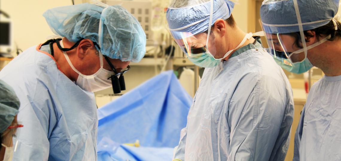 Dr. John Goss training residents during their transplant rotation.