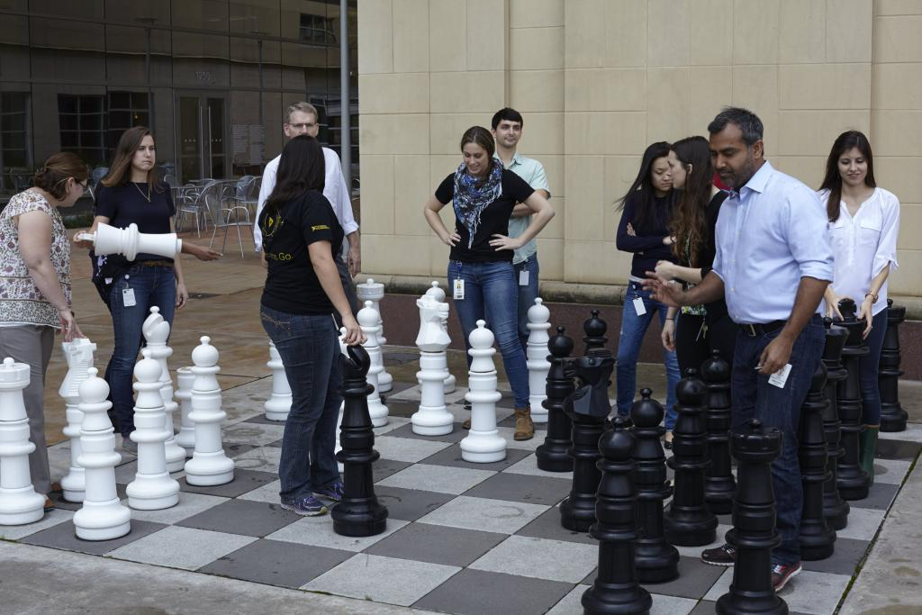It's better when only two people play chess.