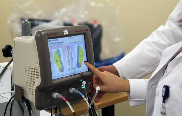 iCAMP lab members monitoring foot pressure loads.