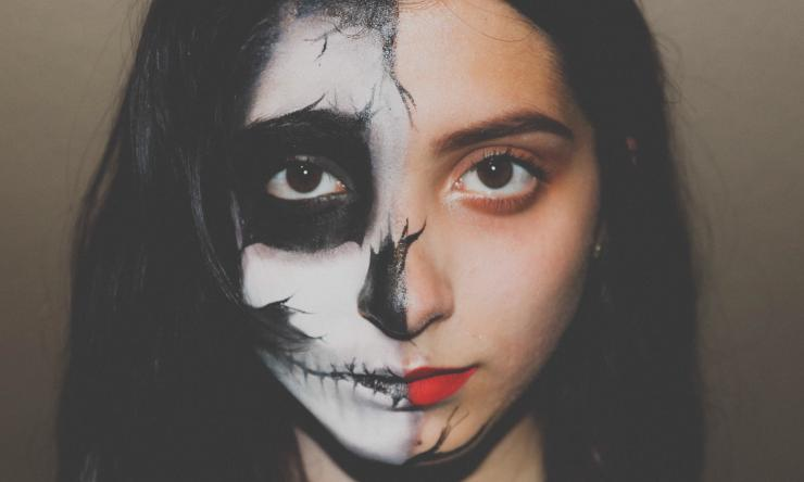 While it is fun and thrilling to transform into another character, a dermatology expert from Baylor College of Medicine warns that wearing heavy Halloween makeup can cause side effects like acne breakouts and allergic reactions.