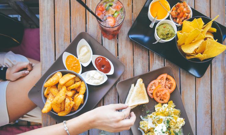 food-salad-restaurant-person.png