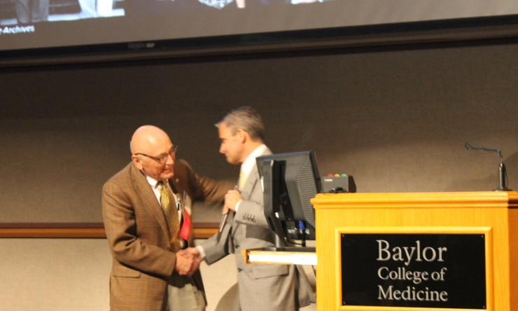 Melvin Spira, M.D., D.D.S., receiving Distinguished Service Award in 2014.